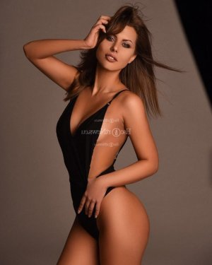 Isolina escort girl